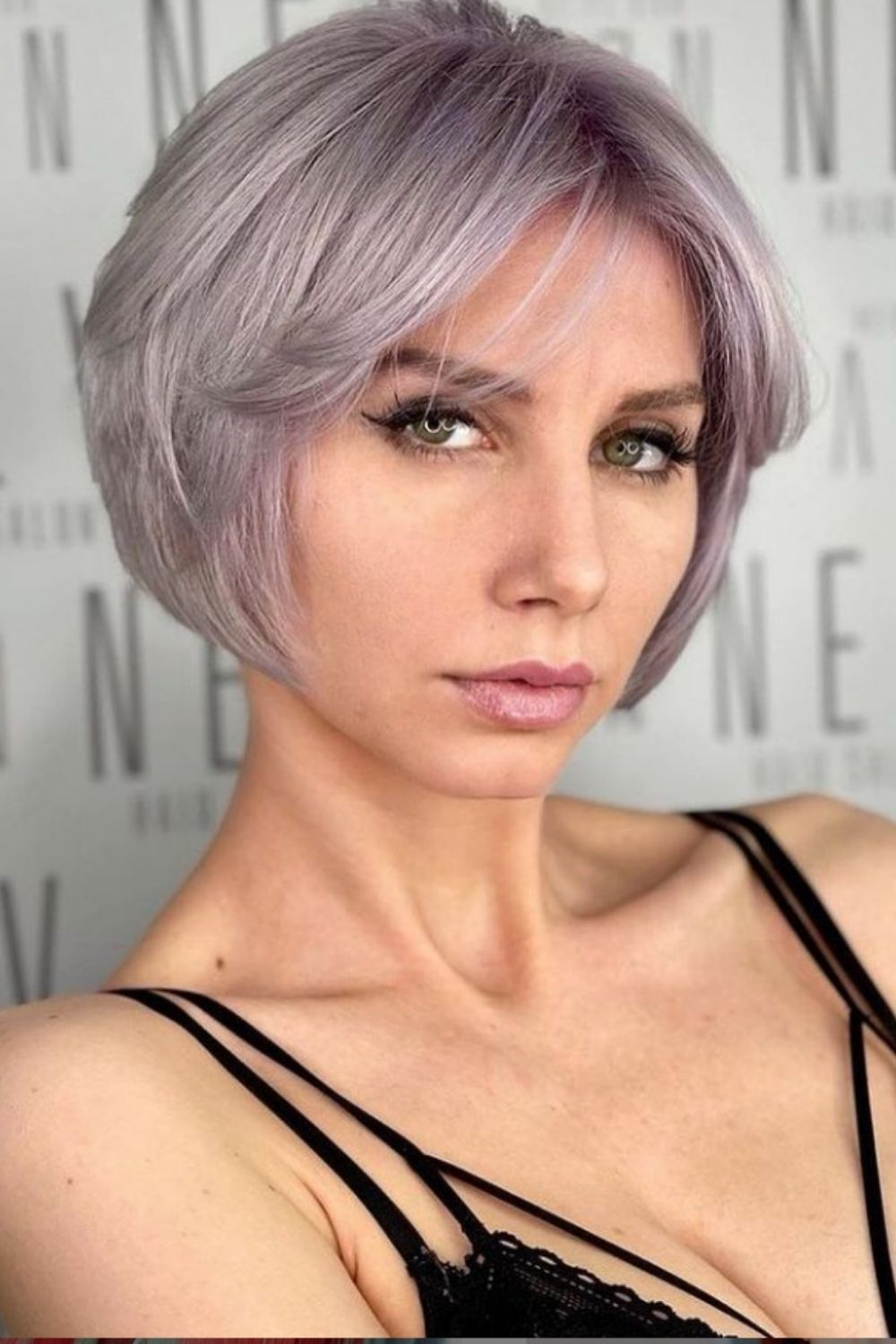 How to style women's messy short haircut and hairstyle 2021?