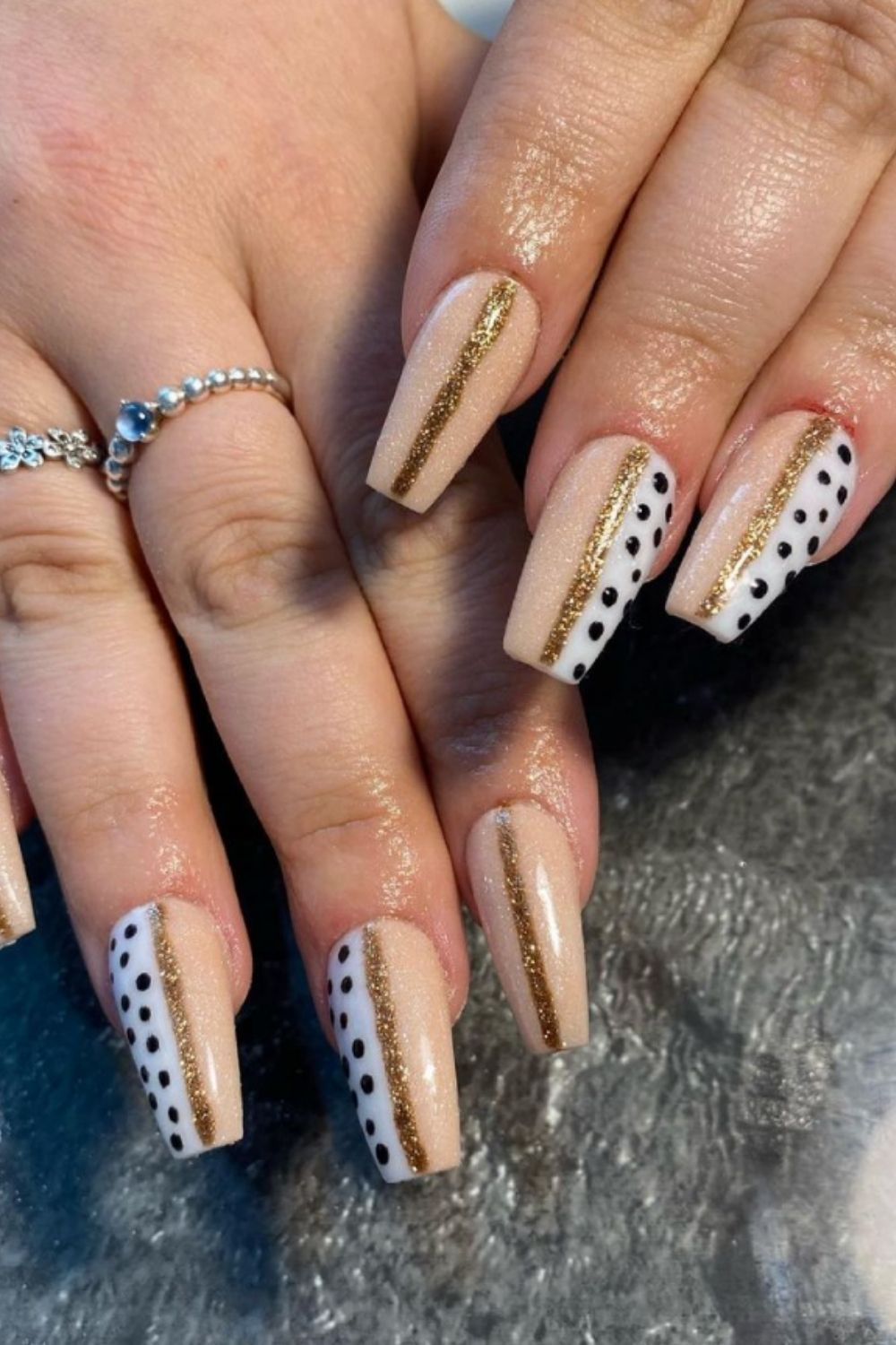 35+ Best trend of white acrylic nails for graduation nails