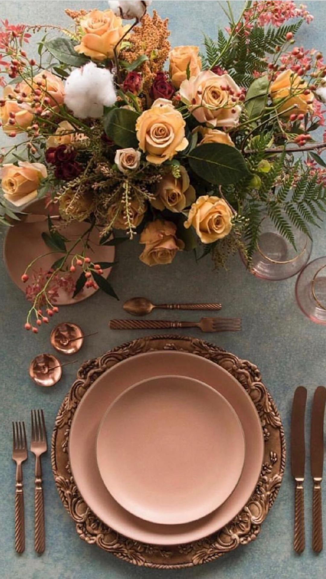 Creative Thanksgiving table setting and tablescape ideas 2021