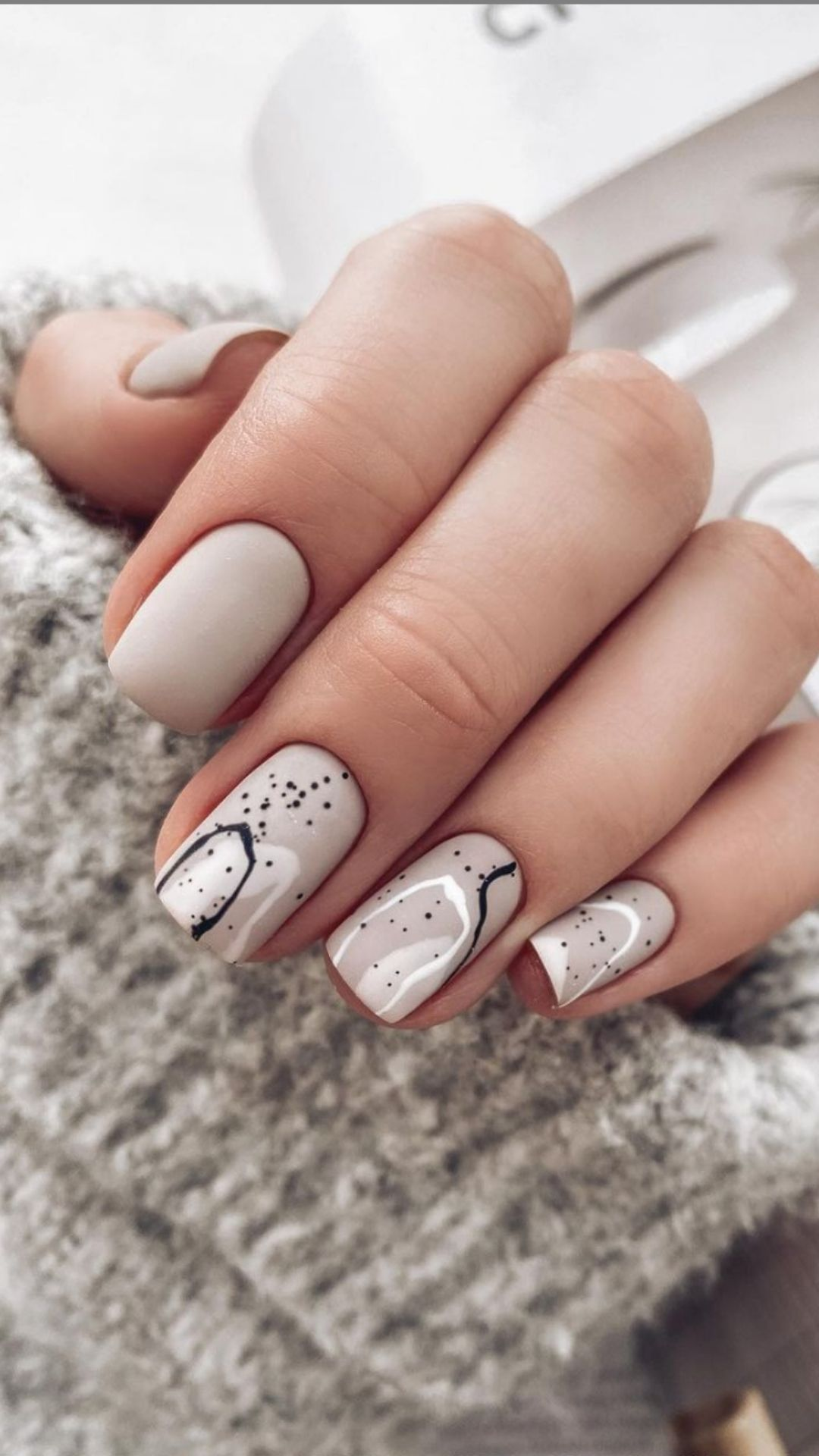 Best short square acrylic nails design to rock your Fall days 2021