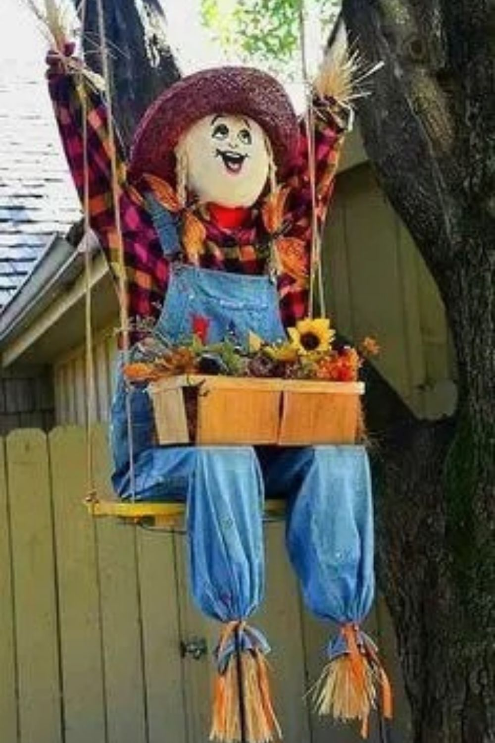 How to DIY scarecrow ideas for Fall yard 2021?